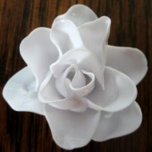 Делаем розы из пластиковых ложек