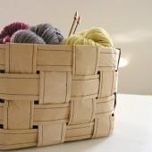 Плетеная корзина из оберточной бумаги