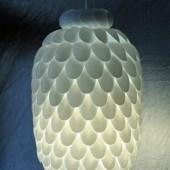 Самодельная люстра из пластиковых ложек.7