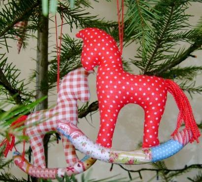 Лошадка своими руками на елку