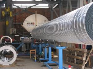 Станок для изготовления спирально навивных труб.